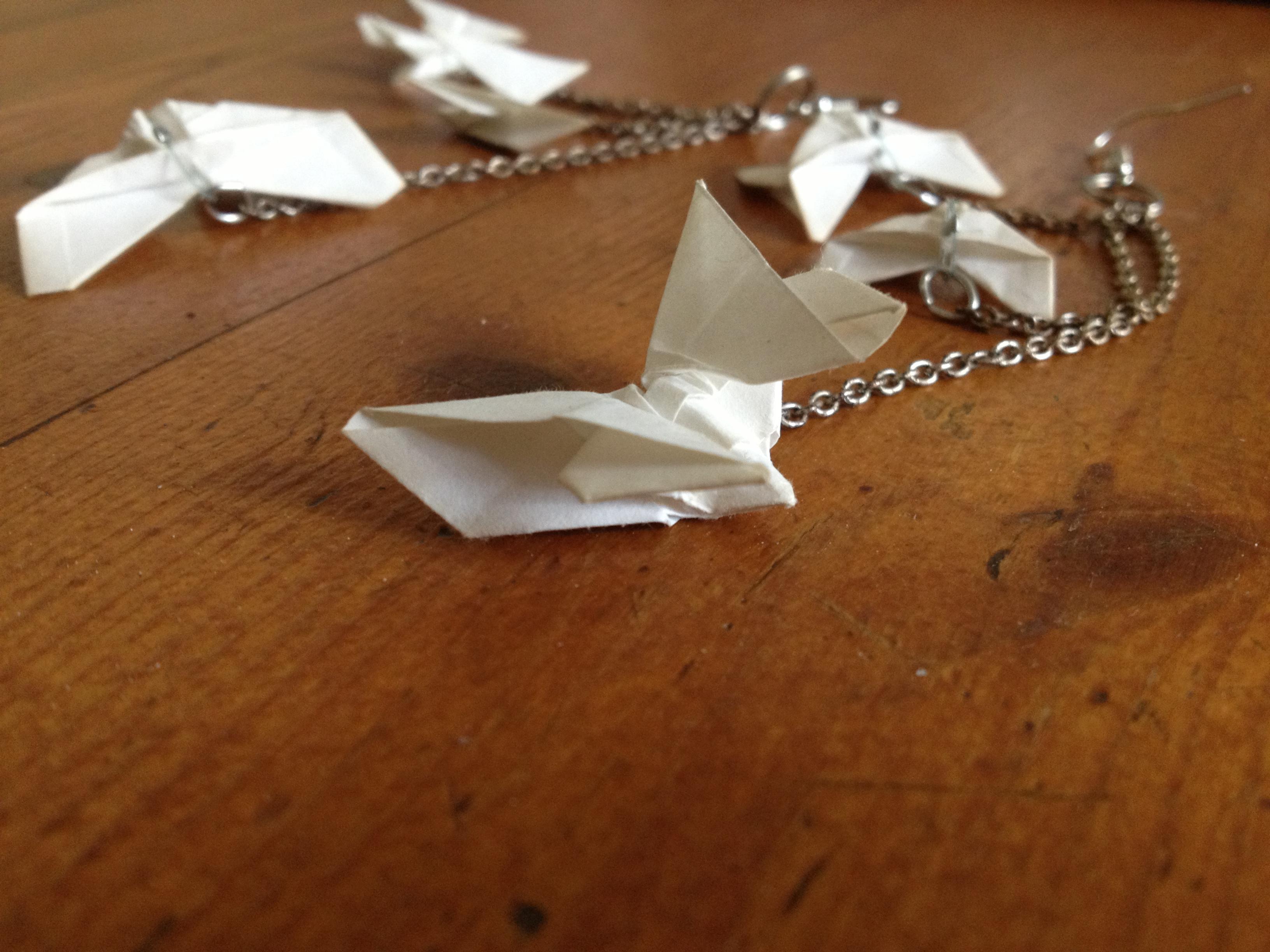 diy les boucles d oreilles origami it 39 s her mess. Black Bedroom Furniture Sets. Home Design Ideas