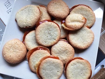 Macarons hollandais au caramel au beurre salé - It's Her Mess (3)