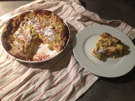 Clafoutis rhubarbe - It's Her Mess (6)