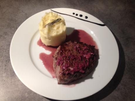 Noisette de boeuf sauce vin rouge echalotte et écrasé de pdt - It's Her Mess (1)