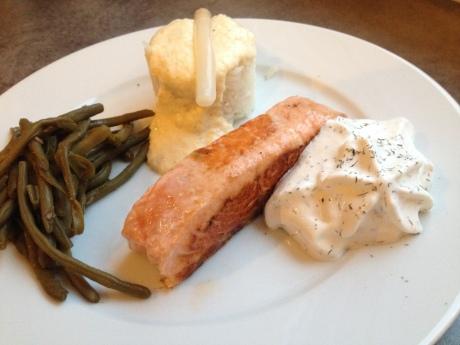 Pavé de saumon poêlé, espuma citron aneth et crème d'asperge - It's Her Mess (1)