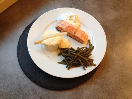 Pavé de saumon poêlé, espuma citron aneth et crème d'asperge - It's Her Mess (3)