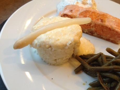 Pavé de saumon poêlé, espuma citron aneth et crème d'asperge - It's Her Mess (4)